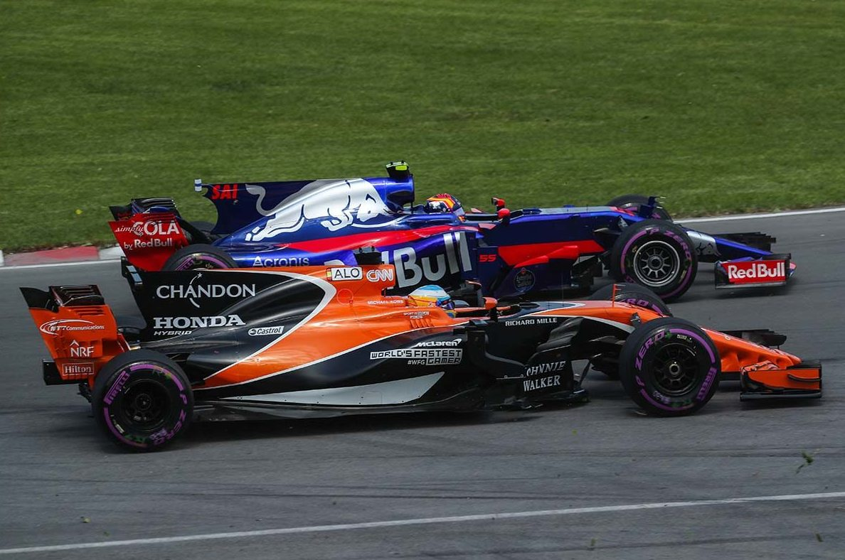 Carlos Sainz junto a Fernando Alonso