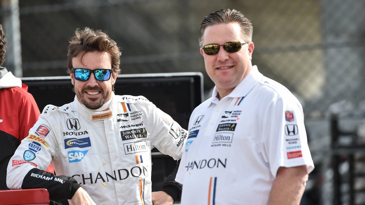 Alonso y Zak Brown